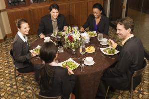 come-vestirsi-per-una-cena-di-lavoro_85233d0dd0cf64ad2afce60d8c9d0fce
